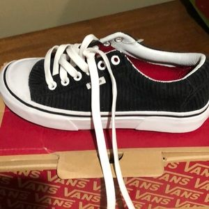 Vans lug sole sneakers, size 5.0